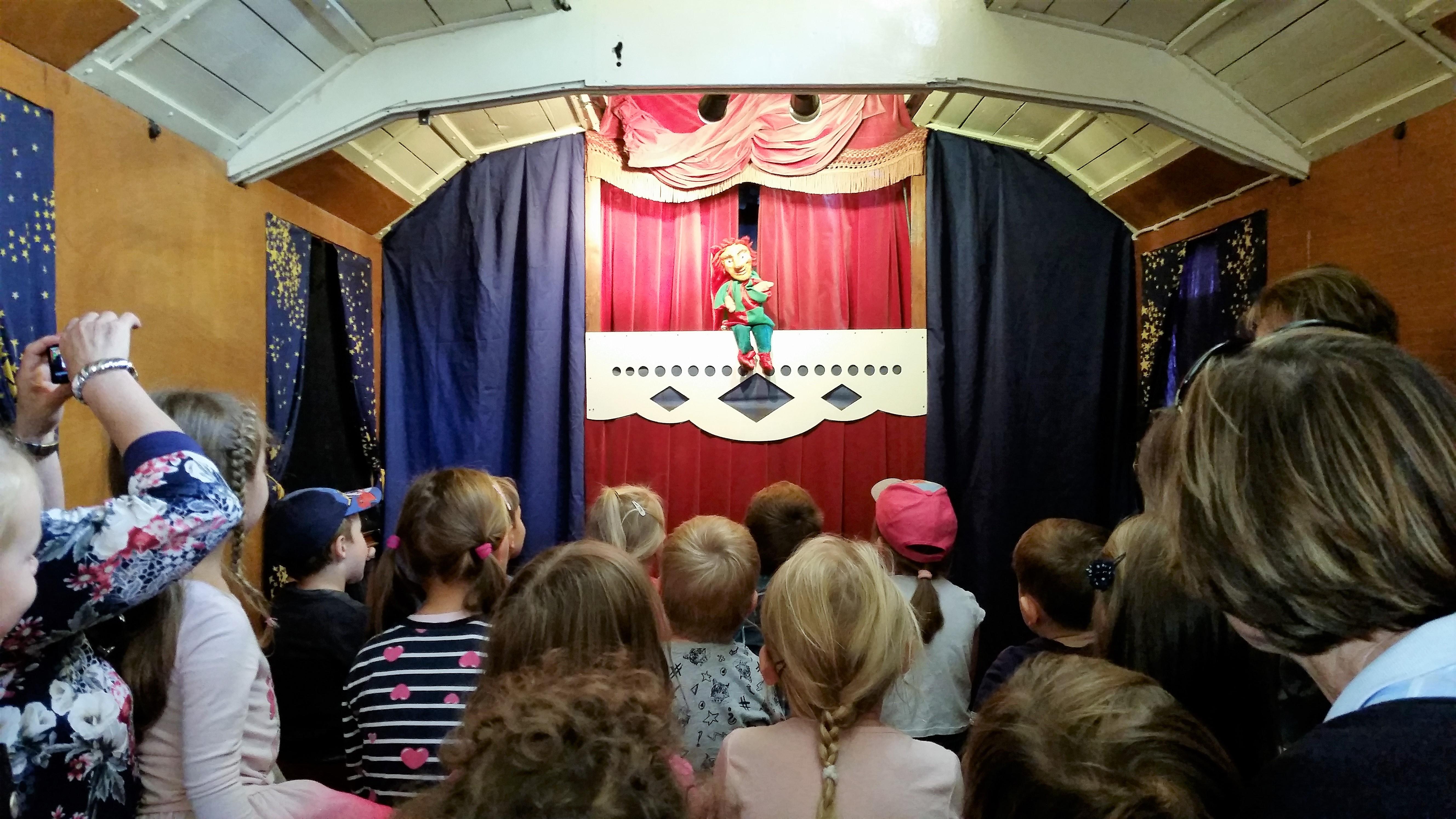 Kasper, historischer Wagen, Theater