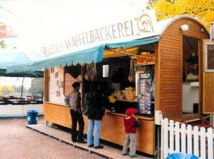 Verkaufswagen, Waffelbäckerei, Kaffee, Eis, Popcorn, Flammkuchen, historischer Jahrmarkt, Schausteller, Stuttgart, Killesberg